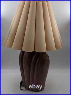 Vintage Art Deco Wavey Shell Motif Ceramic Lamp with Shade (Pastel Pink / Magenta)
